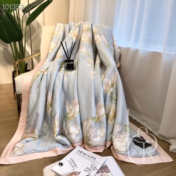 Летнее одеяло Тенсель (Эвкалипт) Голубое с белыми цветами